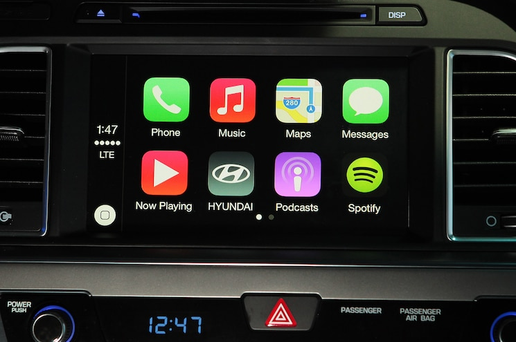 Apple to Go Big with CarPlay in 2015