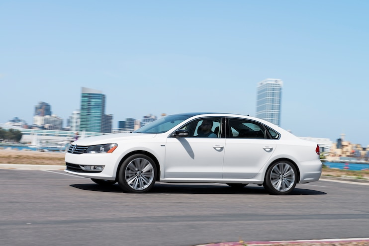 2014 Volkswagen Passat Sport Side In Motion 02