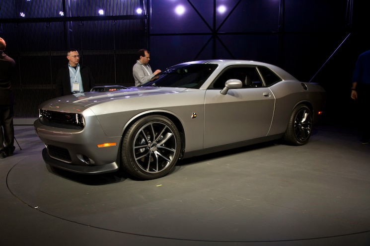 2015 Dodge Challenger 392 Hemi Scat Pack Shaker Front Three Quarter 02
