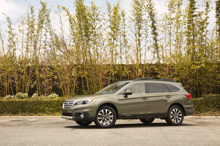 2015 Subaru Outback 25 Limited Front Three Quarters