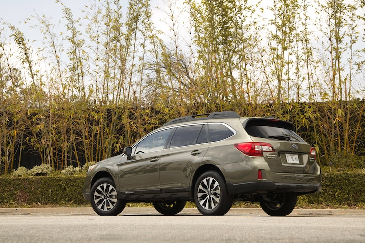 2015 Subaru Outback 25 Limited Rear Three Quarters