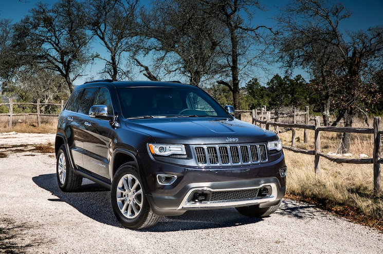 2015 Jeep Grand Cherokee Limited Front Three Quarter 02