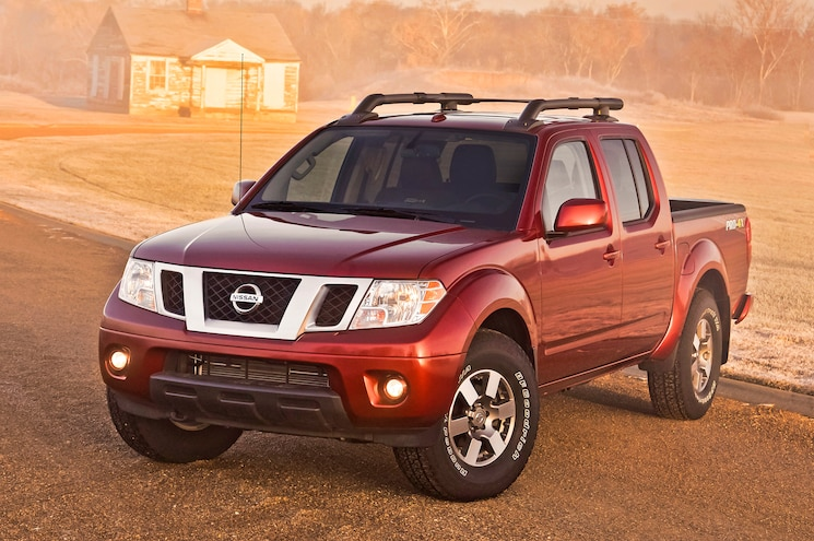 2014 Nissan Frontier Crew Cab Three Quarters Drivers View