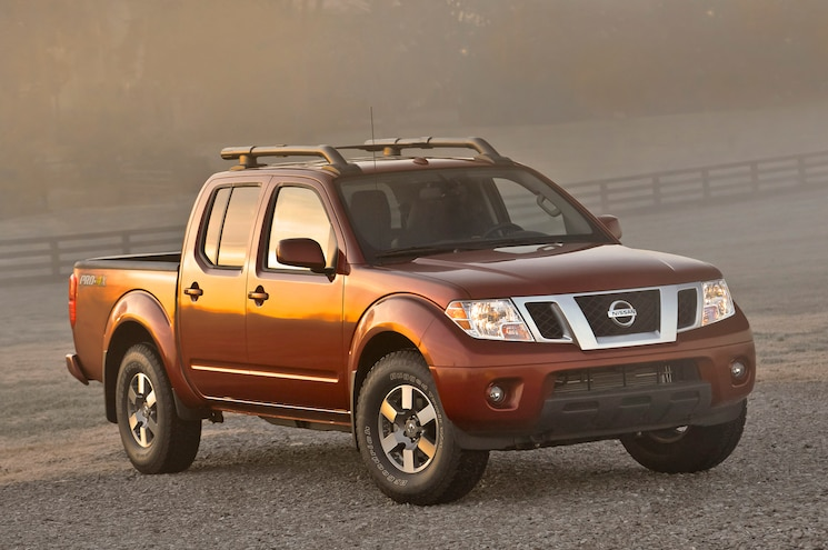 2014 Nissan Frontier Crew Cab Three Quarters View 001