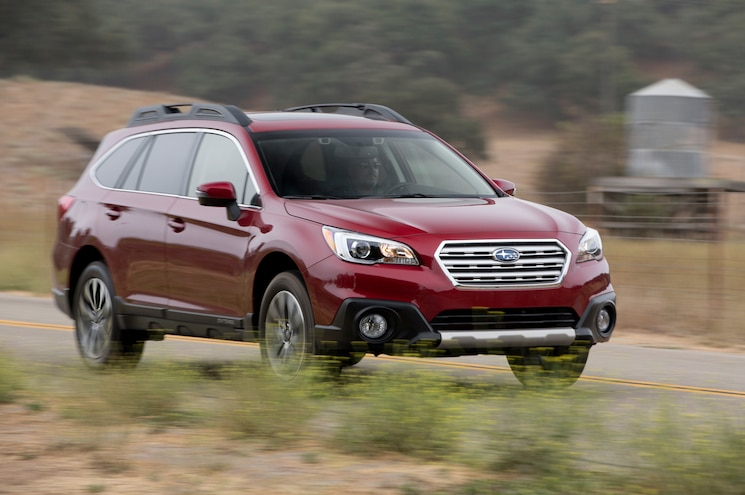 2015 Subaru Outback 36R Front Three Quater In Motion 03
