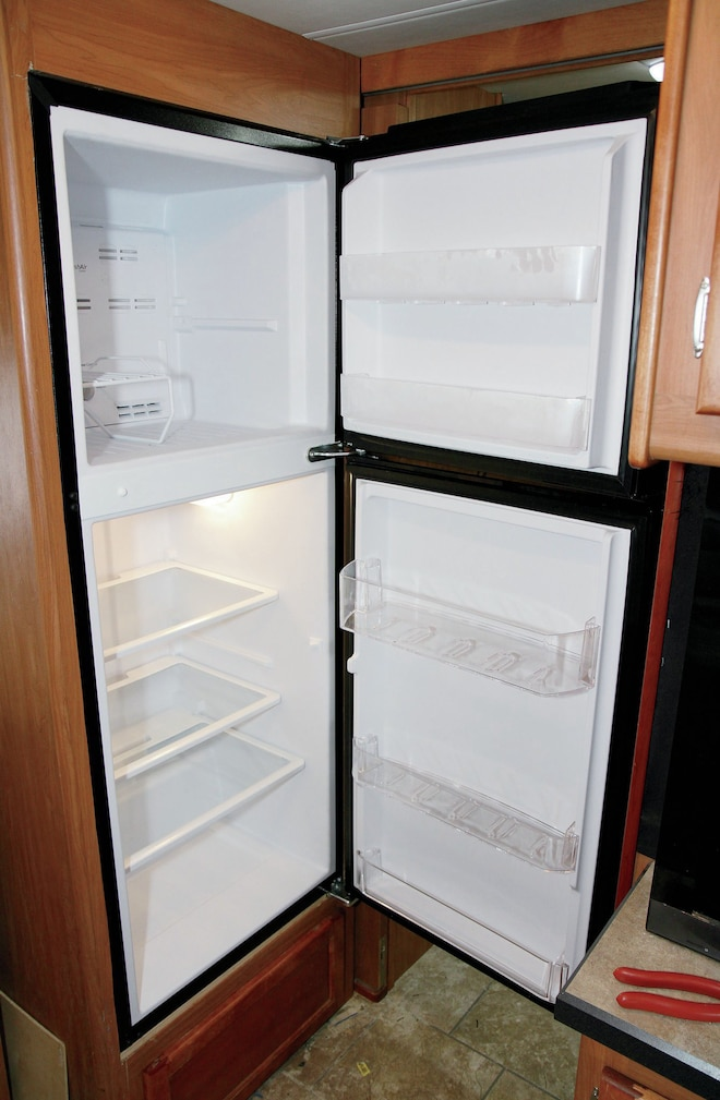 Refrigerator Replacement Tech And How To