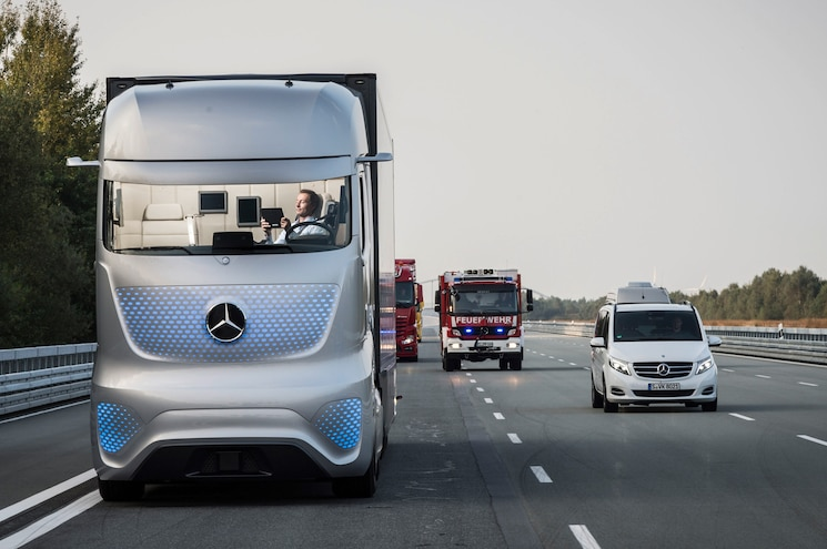 Mercedes Benz Future Truck 2025 Front View In Motion 02