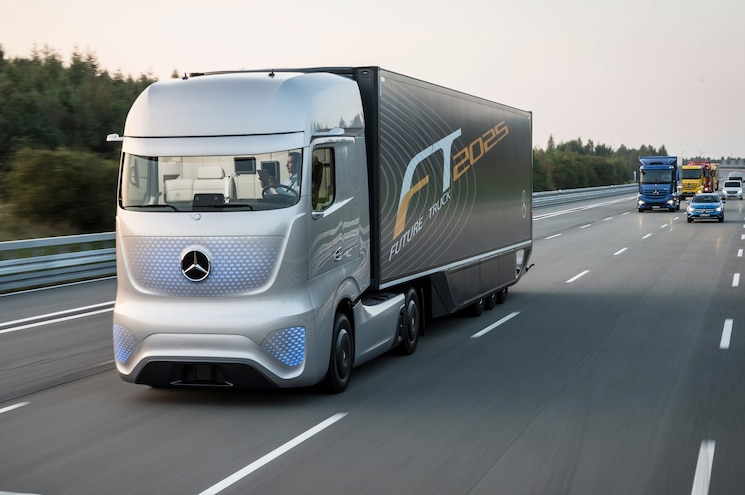 Mercedes Benz Future Truck 2025 Front View In Motion 08