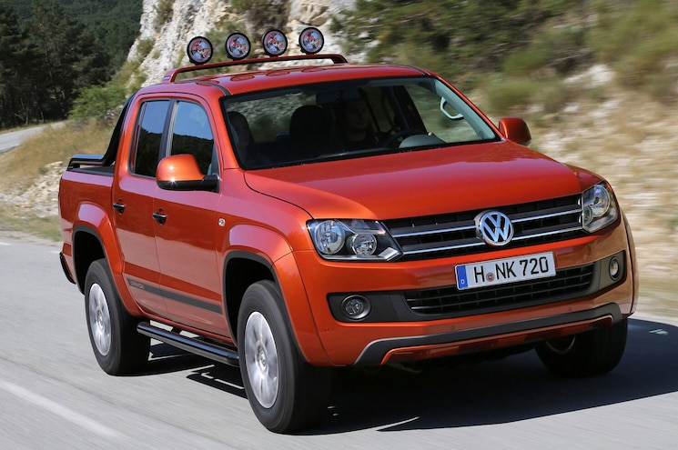2014 Volkswagen Amarok Canyon Front Three Quarter View In Motion 5