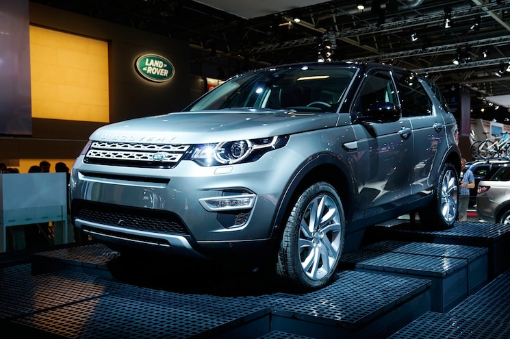 2015 Land Rover Discovery Sport Front Three Quarter 02