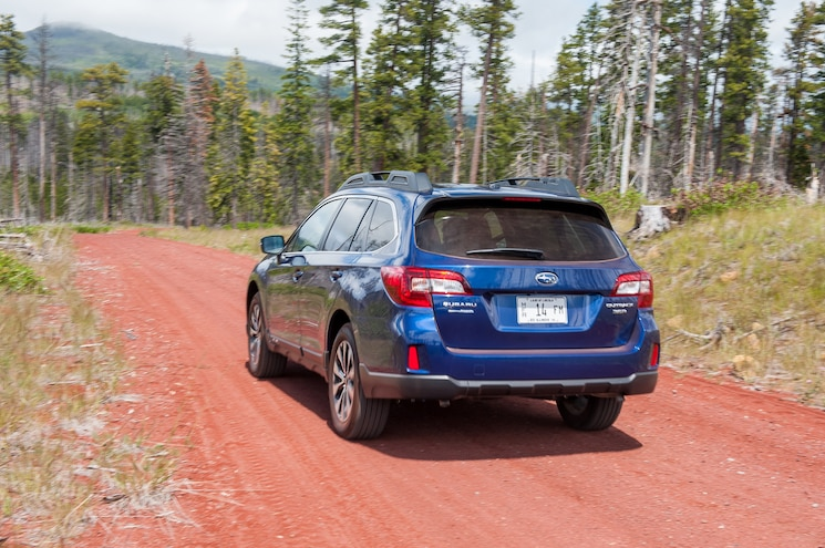 2015 Subaru Outback 36R Rear End In Motion