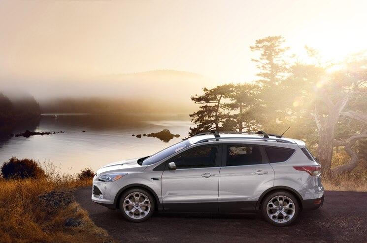 2015 Ford Escape Side Profile 02