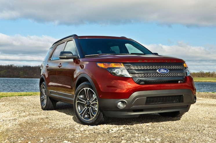 2015 Ford Explorer Sport Front Three Quarter 04