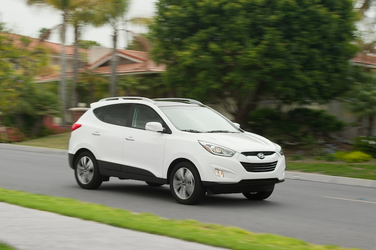 2014 Hyundai Tucson Limited FWD Front Three Quarter In Motion