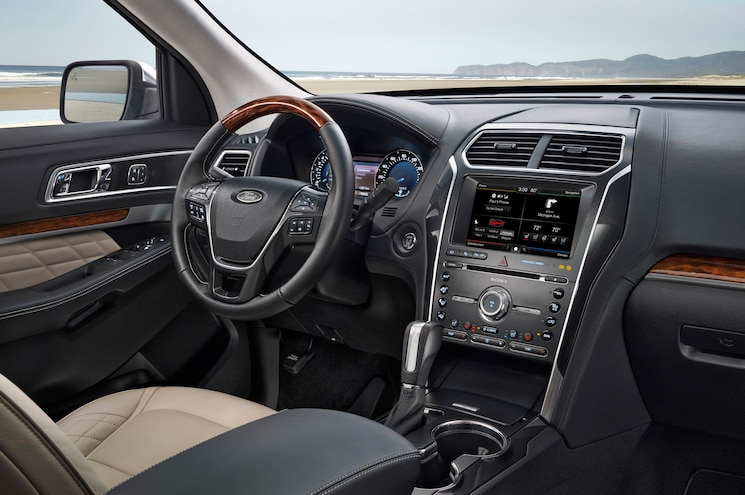 2016 Ford Explorer Steering Wheel And Dashboard