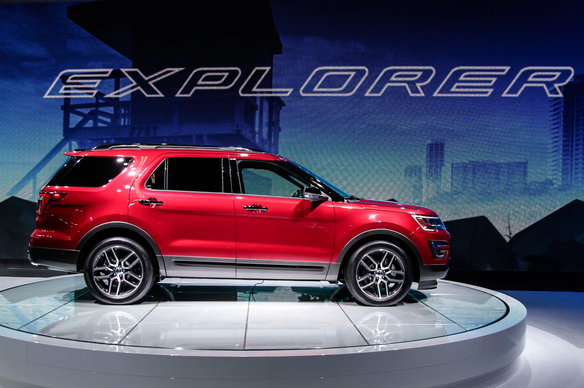 2016 Ford Explorer Sport Side View Photo Gallery 20 Photos