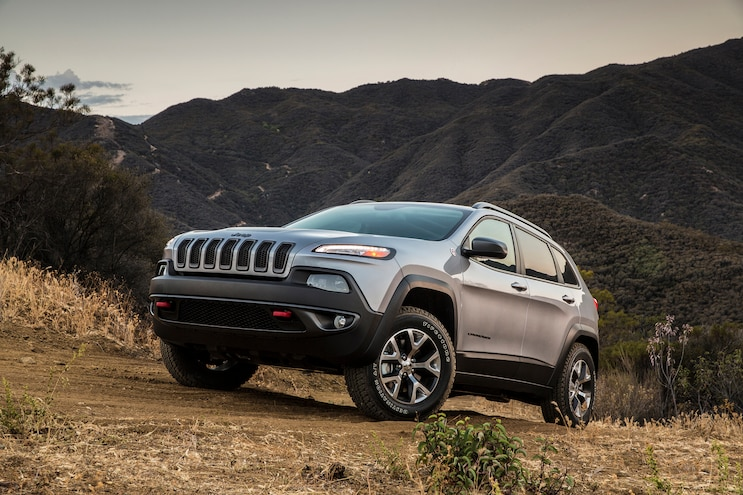 2015 Jeep Cherokee Trailhawk Front Three Quarter 03