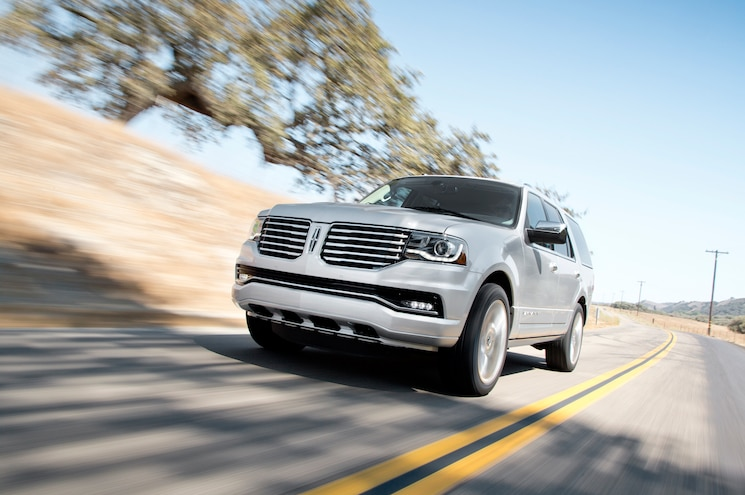2015 Lincoln Navigator Front Three Quarter In Motion