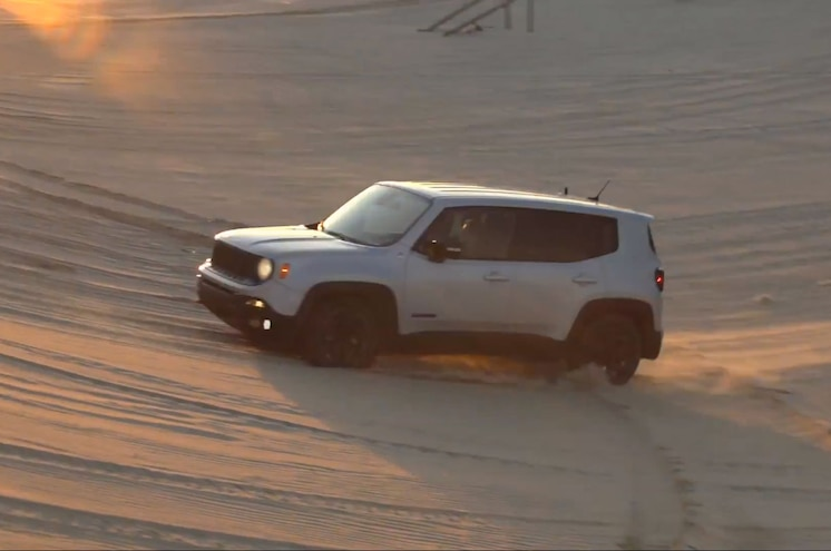 2015 Jeep Renegade Video Shows CUV Playing in the Sand