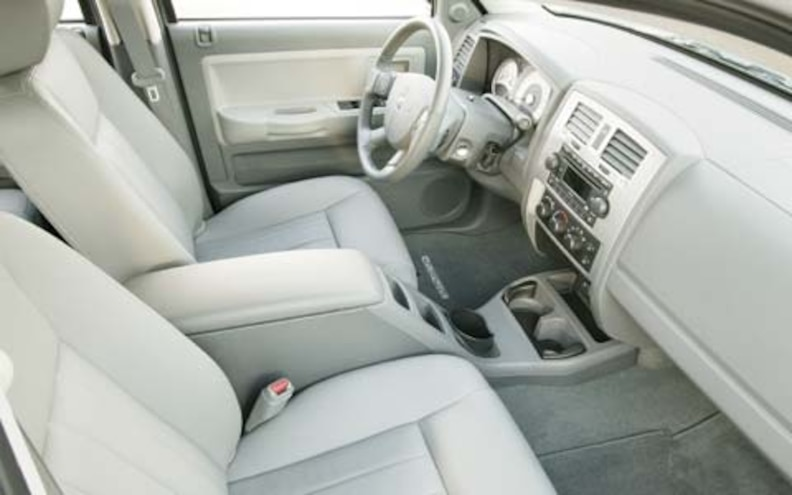 2005 Dodge Dakota front Interior View