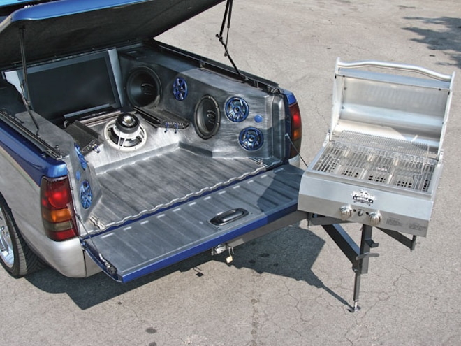 2006 Gmc Sierra barbeque