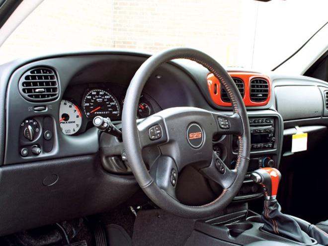 2006 Chevy Trailblazer Ss dashboard