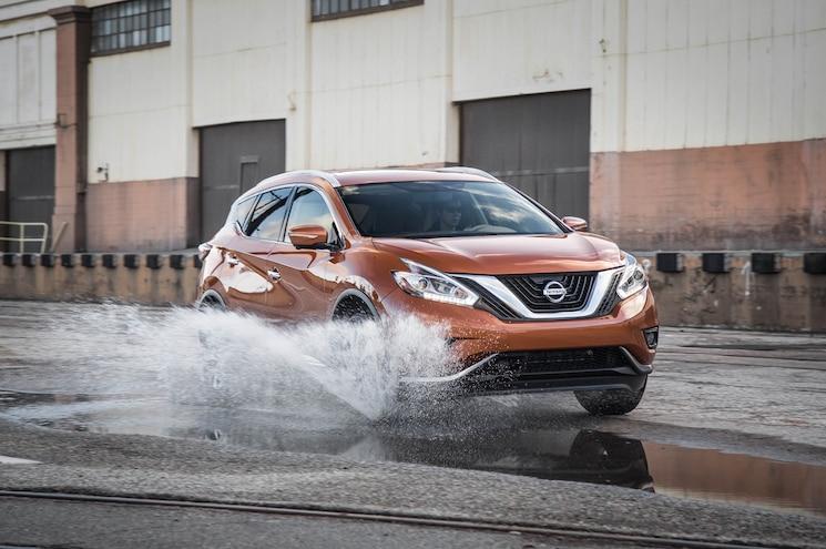 2015 Nissan Murano Platinum FWD Front Three Quarter In Motion 02