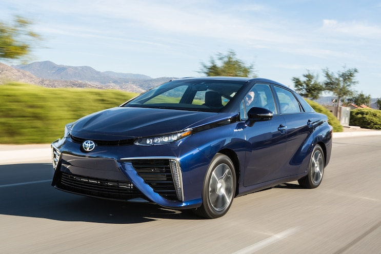 2016 Toyota Mirai Front Three Quarter In Motion 03
