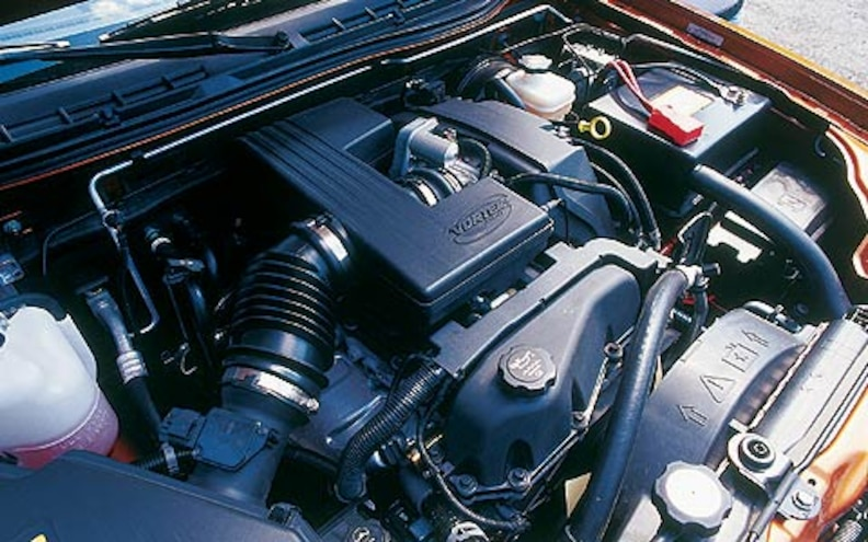 2004 Chevrolet Colorado top Engine View