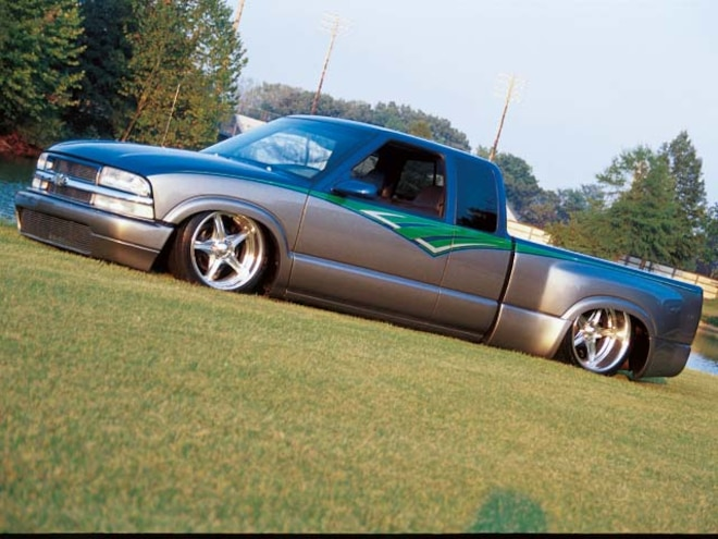 0601 04z  2001 Chevrolet S10 Stepside  Front Side View