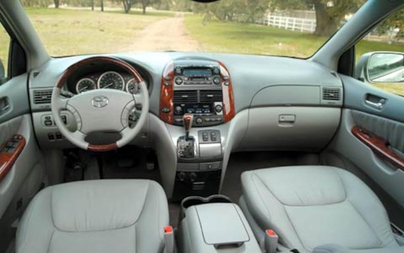 2004 Toyota Sienna Interior View Dashboard Photo Gallery 12 Photos