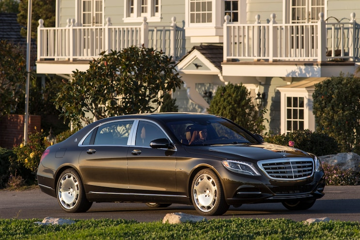 2016 Mercedes Maybach S600 Front Three Quarter 02