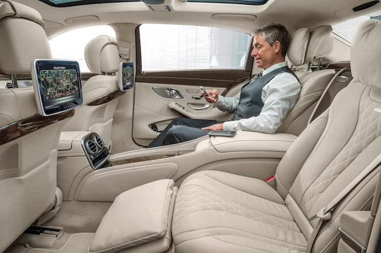 2016 Mercedes Maybach S600 Rear Interior Seats 02