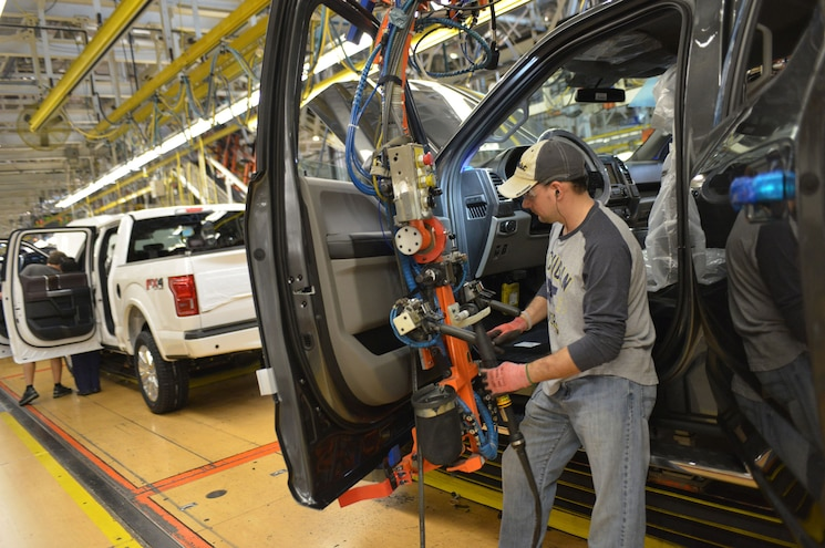 Ford Shifts F-150 Production to Dearborn Truck on Kansas City Strike Threat