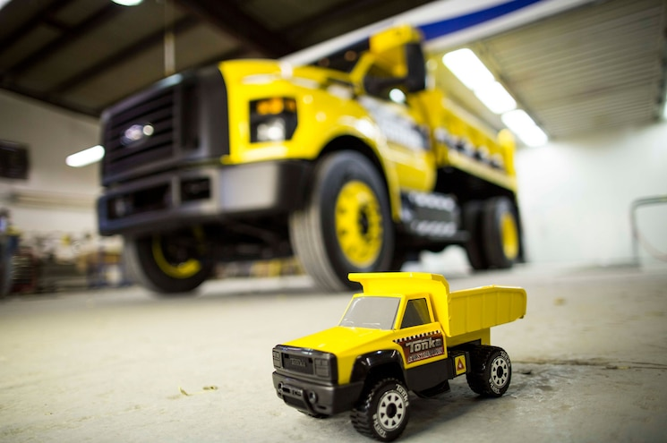2016 Ford F 750 Tonka Toy