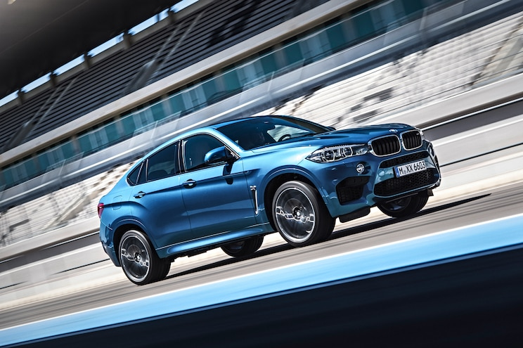 World's Fastest Car Show Tests BMW X6 M on a Racetrack