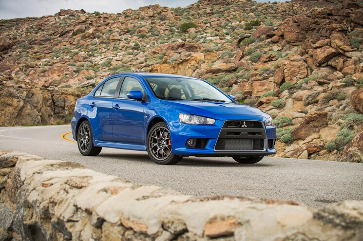 2015 Mitsubishi Lancer Evolution MR Front Three Quarter 02