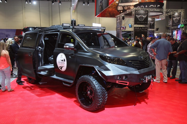 Sema 2015 Asian Truck And Suv Army Toyota Sienna Uuv