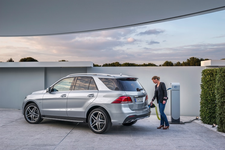 2016 Mercedes Benz GLE550e Rear Three Quarter Charge