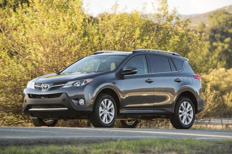 2015 Toyota RAV4 Limited Front Three Quarter 03