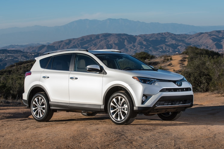 2016 Toyota RAV4 Limited Front Three Quarter 01