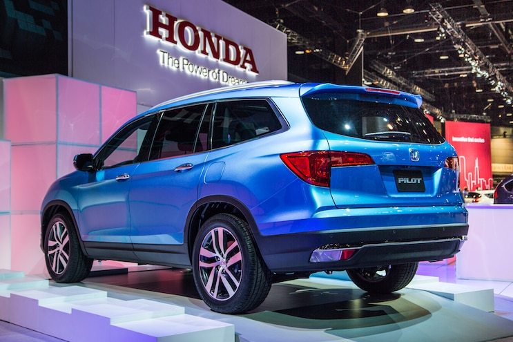 2016 Honda Pilot Rear Three Quarter 02
