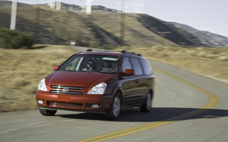 2006 Kia Sedona front View