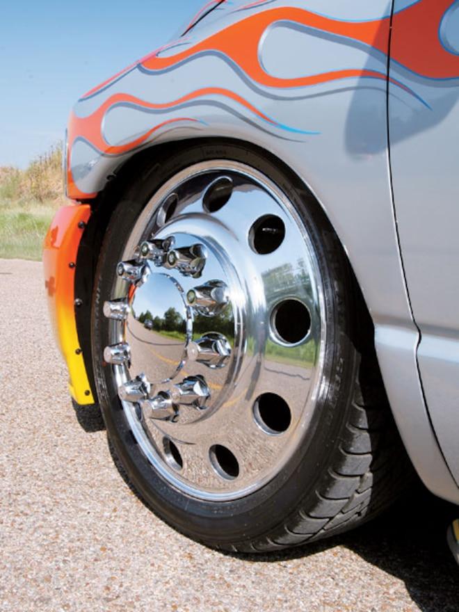 2004 Dodge Ram 3500 Dualie front Wheel