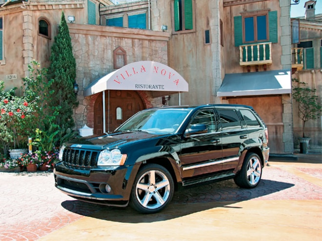 jeep Grand Cherokee Srt8 front Drivers Side View