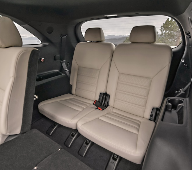023 2016 Kia Sorento SX Limited Interior Third Row