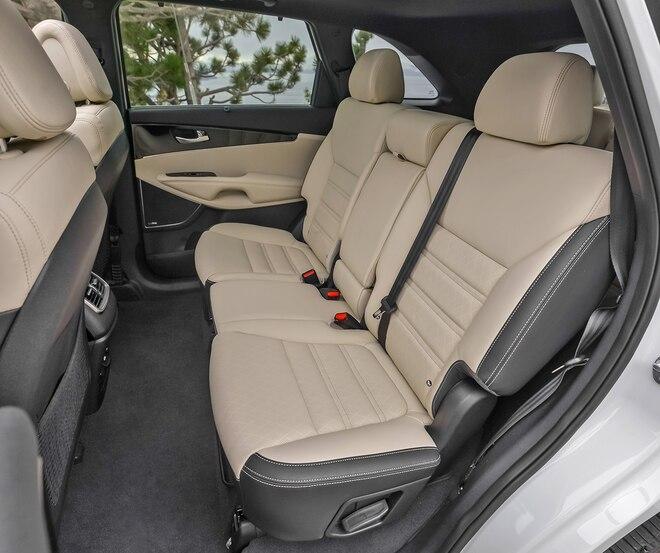 022 2016 Kia Sorento SX Limited Interior Middle Row