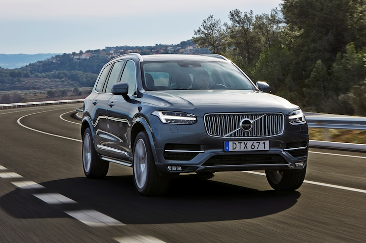 2016 Volvo XC90 T6 Front Three Quarter In Motion 02