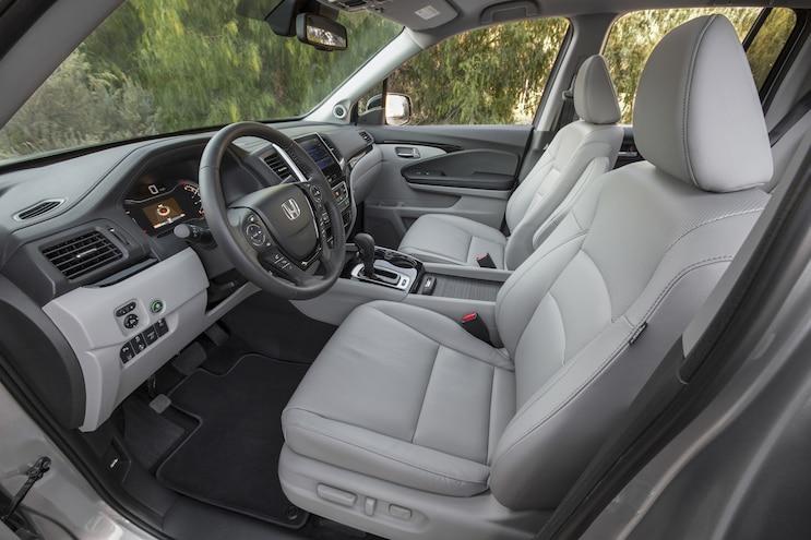 2017 Honda Ridgeline Front Interior 02