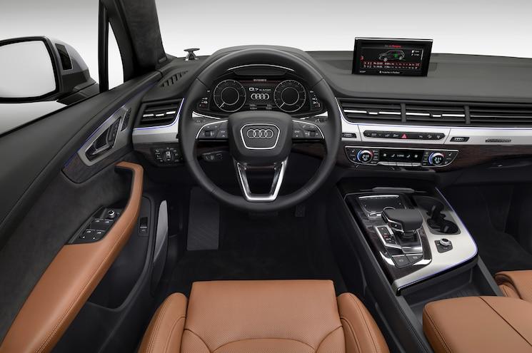 Audi Q7 E Tron 30 TDI Quattro Steering Wheel And Dashboard